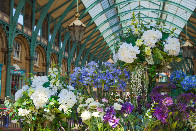 Floresça o navio, mercado do jardim de Covent, Londres imagens de stock royalty free
