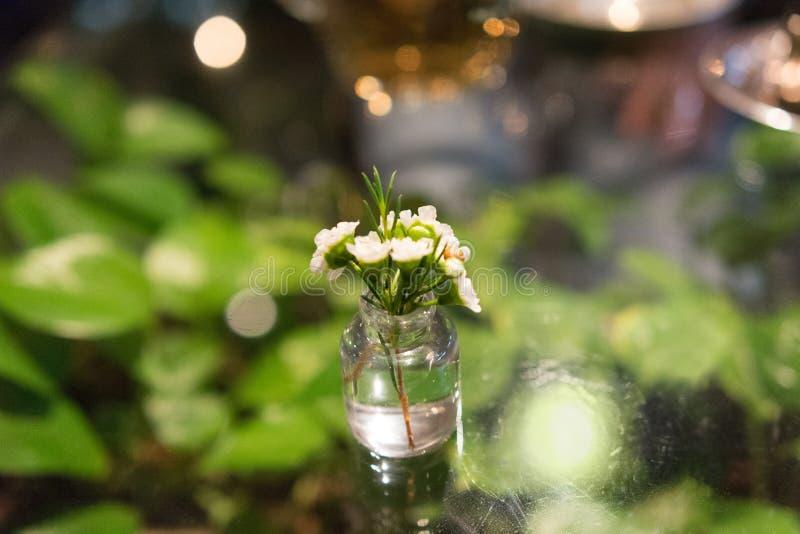 Flores, arranjo de flor contemporâneo japonês fotografia de stock royalty free