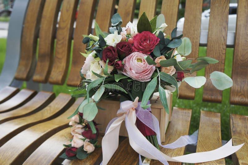 Flores artificiais feitas da borracha de esponja Ramalhete para a noiva Espuma-Irã Ramalhete colorido bonito do casamento fotos de stock royalty free