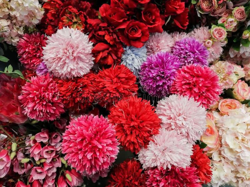 Flores artificiais ou flores da tela muitos tipos e muitas cores imagem de stock royalty free