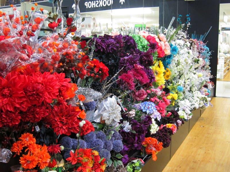 Flores artificiales. imagen de archivo