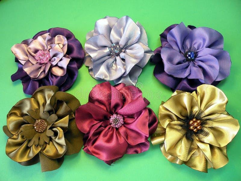 Flores artificiales de la tela fotos de archivo
