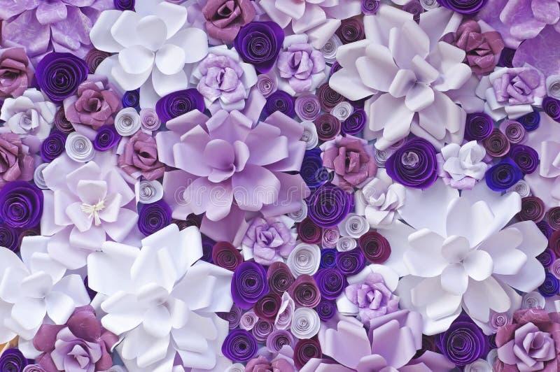 Flores artificiales hechas del papel fotos de archivo