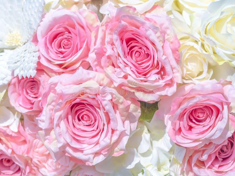 flores artificiales hermosas, arte decorativo de la mano fotografía de archivo