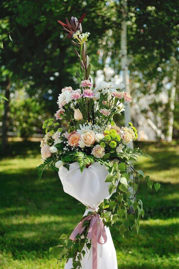 Flores bonitas do casamento foto de stock