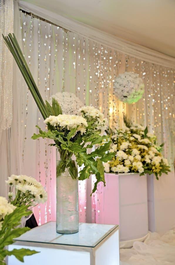 Flores brancas do casamento fotos de stock