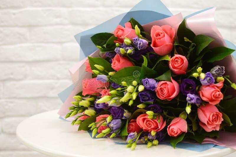 Flores coloridas da mistura bonita do ramalhete fotos de stock