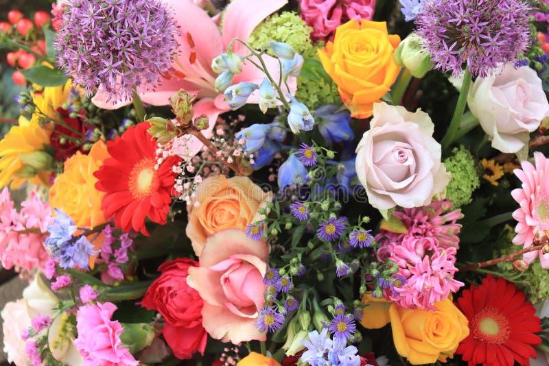 Flores coloridas do casamento imagem de stock
