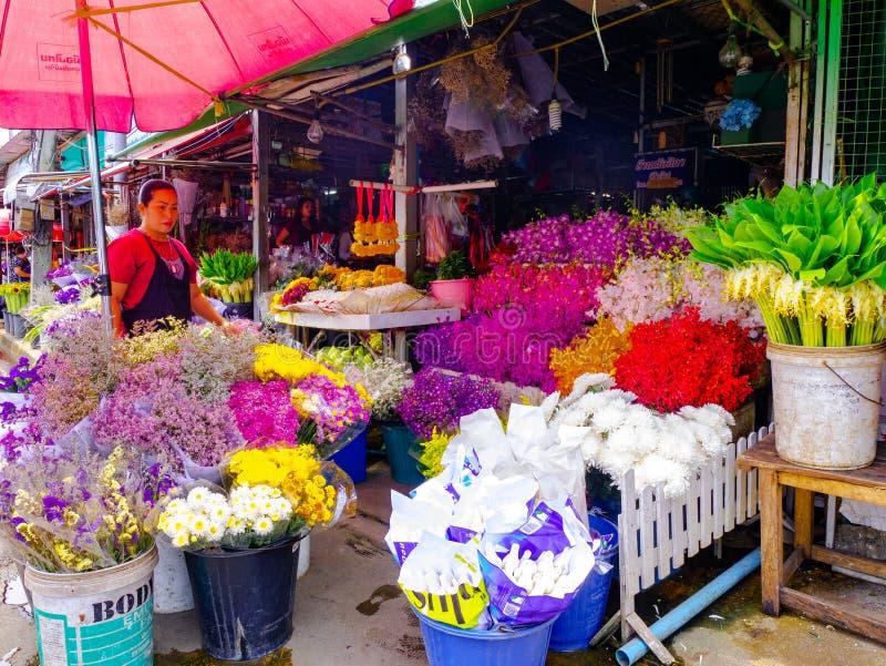 Flores coloridas en el mercado de la flor, cultura, septiembre foto de archivo libre de regalías