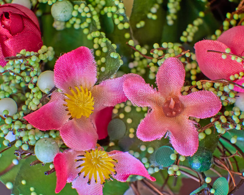 Flores coloridas falsas foto de archivo libre de regalías