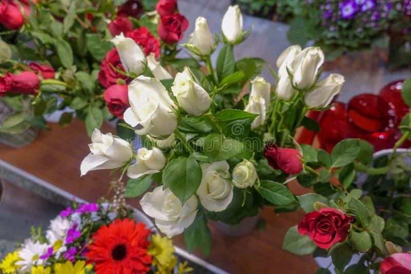 Flores coloridas, mercado de la flor fotografía de archivo libre de regalías