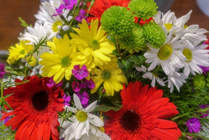 Flores coloridas, mercado de la flor imagen de archivo
