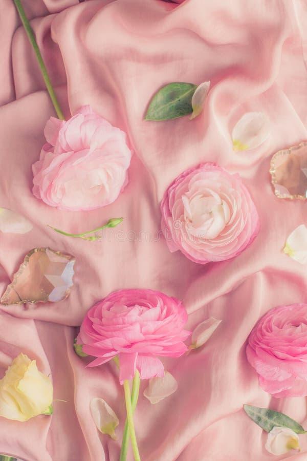 flores cor-de-rosa cor-de-rosa na seda macia - casamento, feriado e fundo floral conceito denominado fotografia de stock royalty free