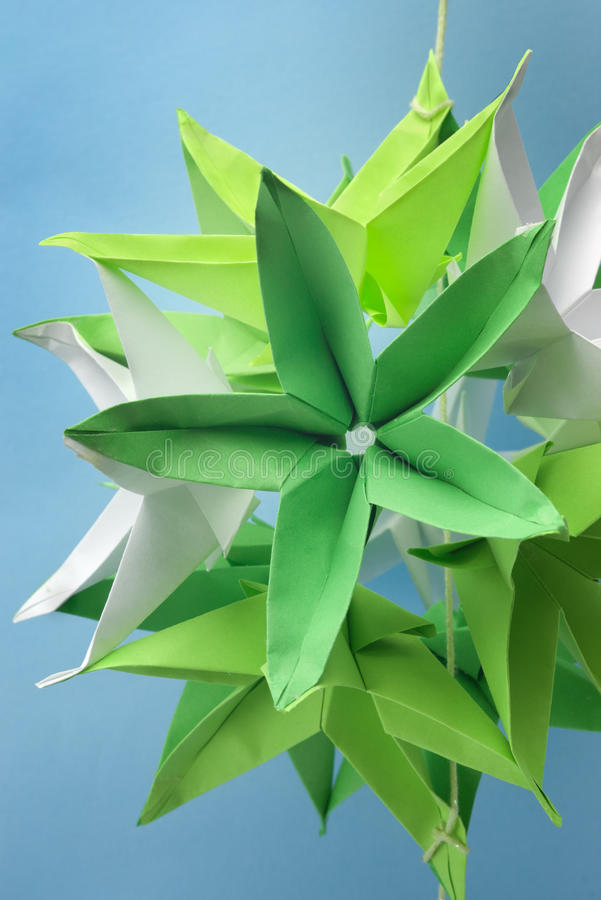Flores dadas forma do origami estrela verde fotos de stock