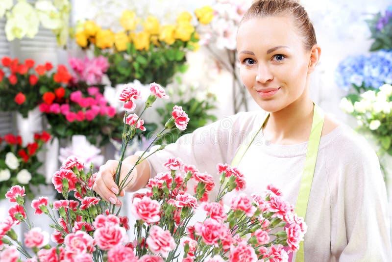 Flores de corte, claveles fotos de archivo