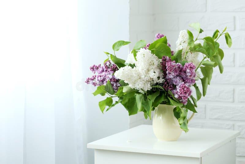 Flores de florescência do lilac imagens de stock royalty free