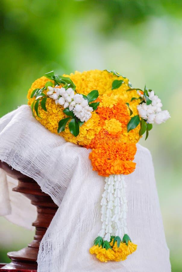 Flores de la artesanía de la guirnalda de la maravilla fotografía de archivo