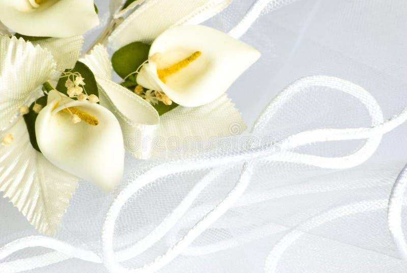 Flores de la boda sobre velo fotografía de archivo libre de regalías