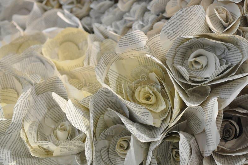 Flores de la flor doblados de las p?ginas del libro fotografía de archivo libre de regalías