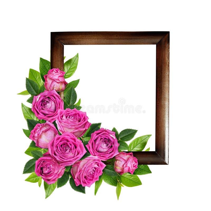 Flores de la rosa del rosa y hojas del verde en arrangemen florales de la esquina imagen de archivo