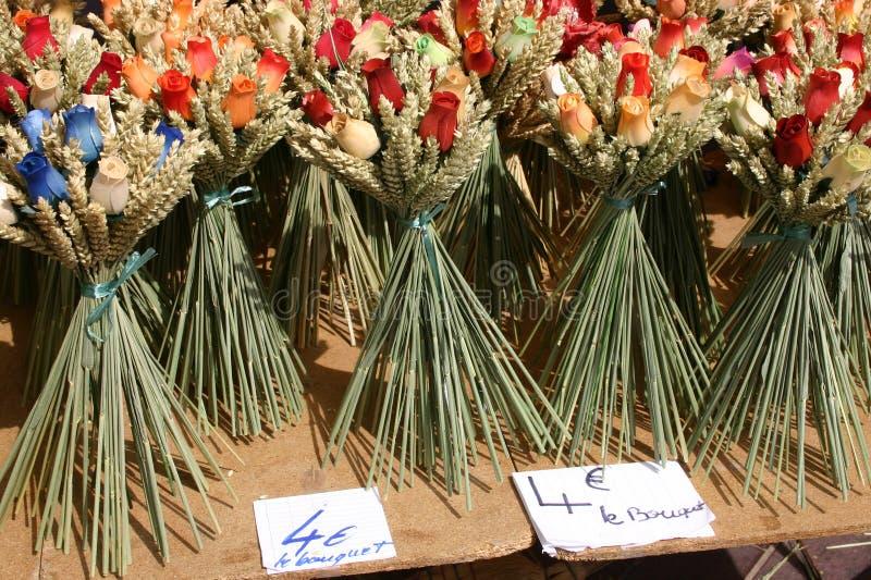 Download Flores De Madera En Un Mercado Francés Del Camino Imagen de archivo - Imagen de vida, presente: 1276291