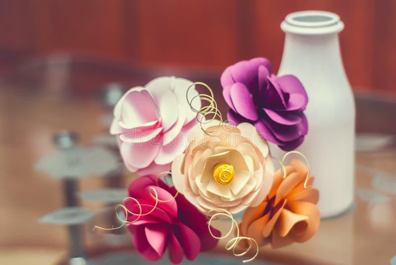 Flores de papel feitos a mão fotos de stock royalty free