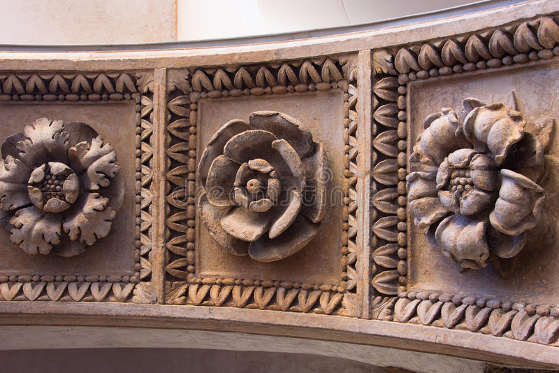 Flores de pedra cinzeladas fotos de stock royalty free