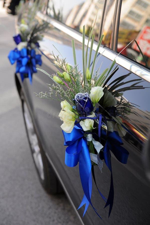 Flores del coche de la boda imagenes de archivo