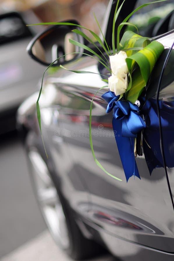Flores del coche de la boda fotografía de archivo