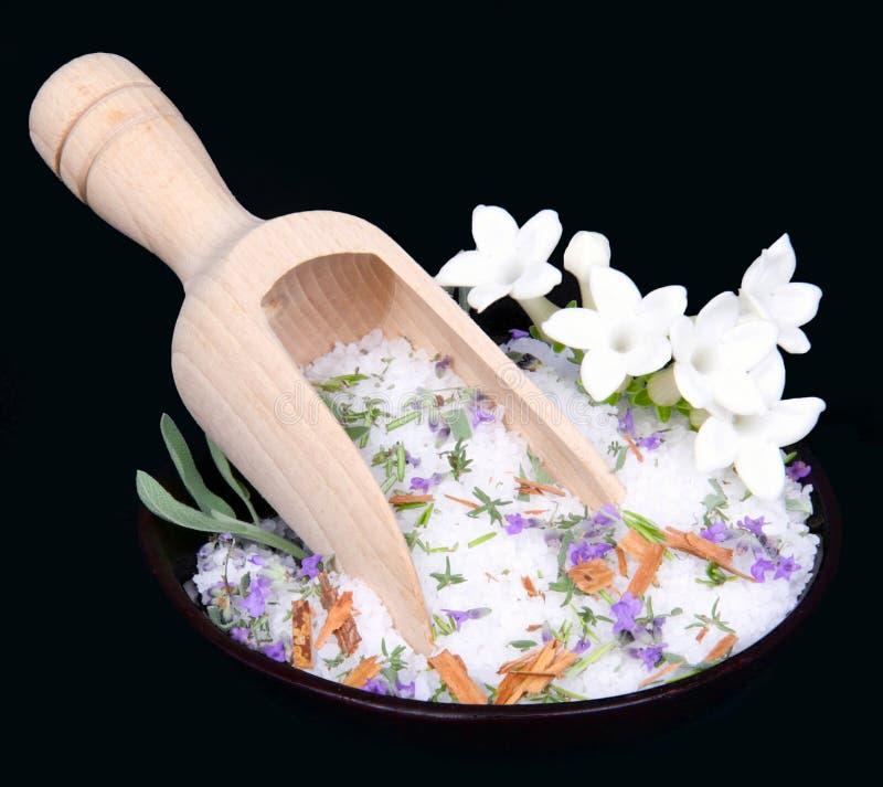 Flores del jazmín y sal de baño fotografía de archivo libre de regalías