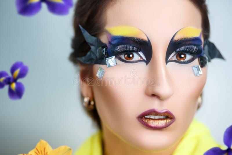 Flores del verano de la mujer fotografía de archivo libre de regalías