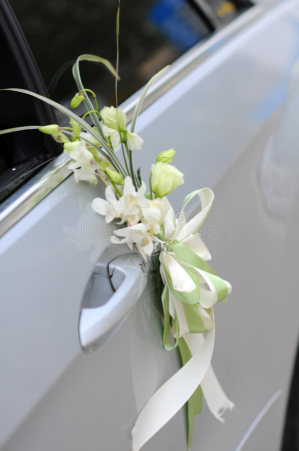 Flores do carro do casamento fotografia de stock royalty free