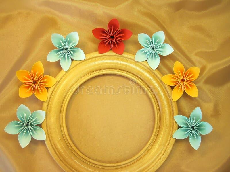 Flores do quadro e do origami fotografia de stock