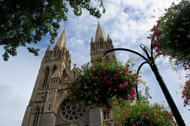 Flores e catedral, Truro fotografia de stock