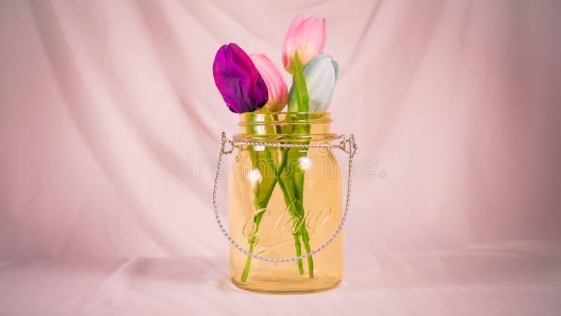 Flores em um frasco fotos de stock royalty free