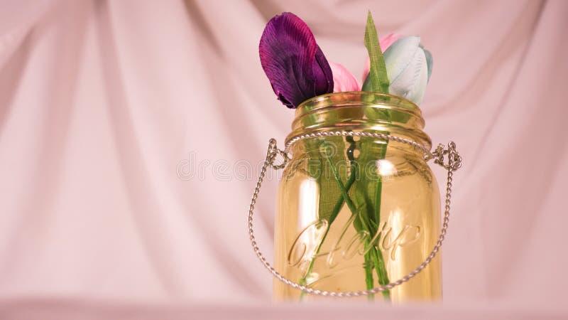 Flores em um frasco imagem de stock