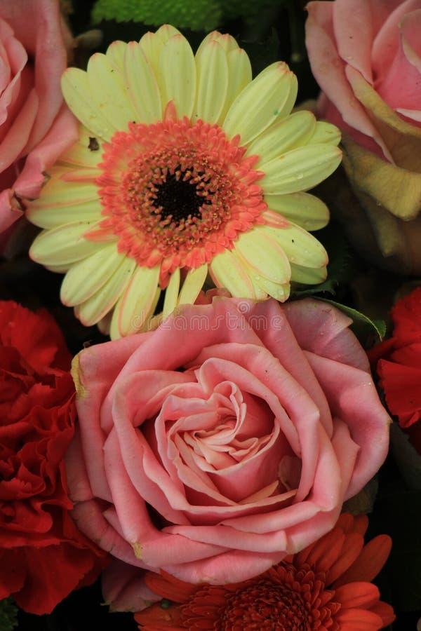 Flores en colores pastel de la boda fotografía de archivo