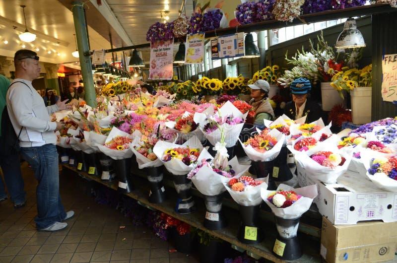 Flores en mercado de lugar de Pike fotografía de archivo libre de regalías