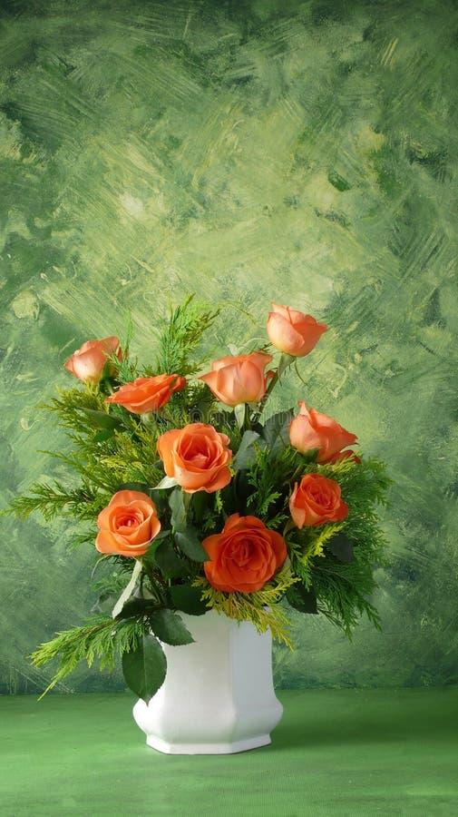 Flores en un florero fotos de archivo
