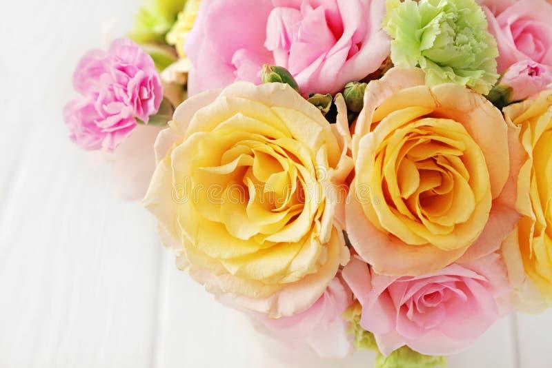 Flores en un jarrón fotografía de archivo libre de regalías