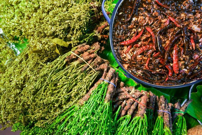 Flores fervidas do neem e mergulho picante do tamarindo do agridoce ou em tailandês fotos de stock royalty free