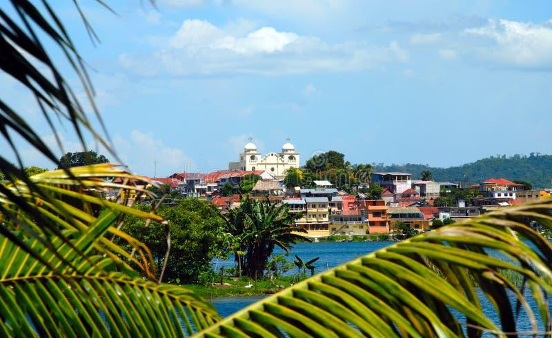 Flores Guatemala in einem Abstand lizenzfreie stockfotos