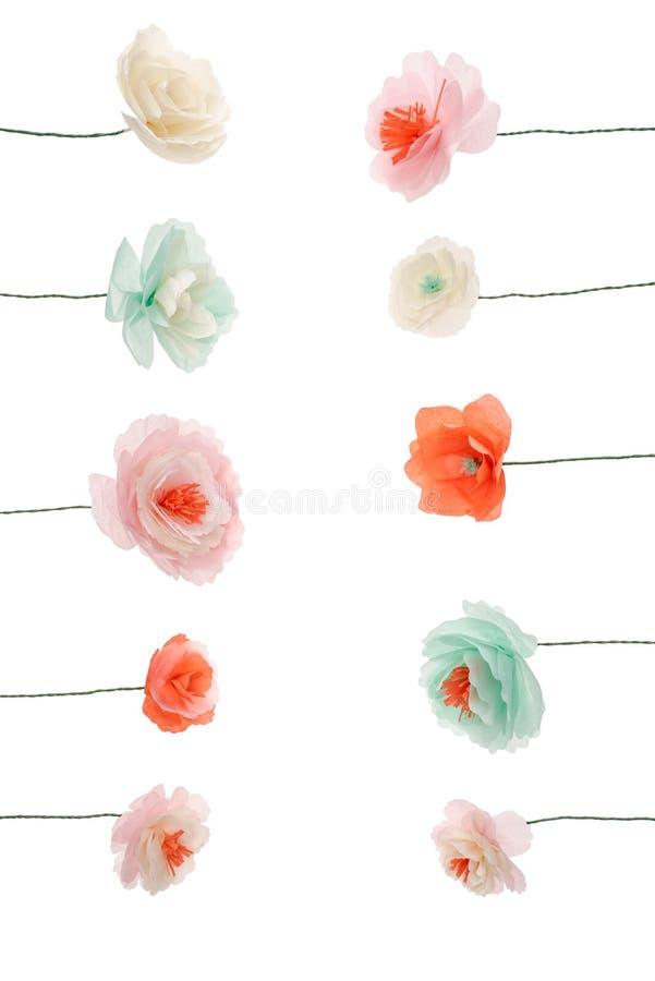 Flores multicoloras decorativas del papercraft dispuestas foto de archivo libre de regalías