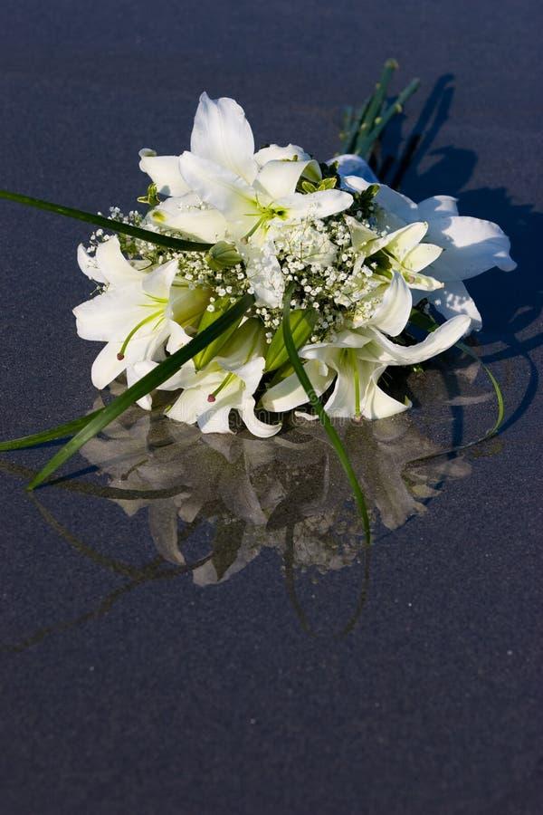 Flores Na Areia Molhada Fotografia de Stock Royalty Free
