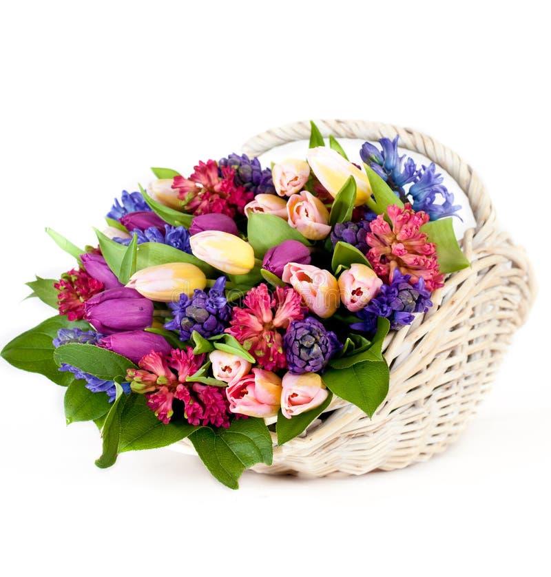 Flores na cesta fotografia de stock royalty free