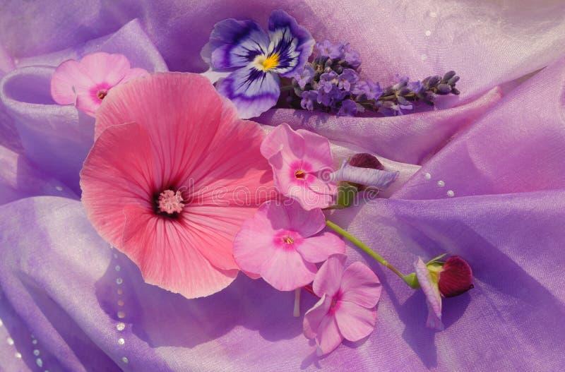 Flores na seda imagem de stock royalty free