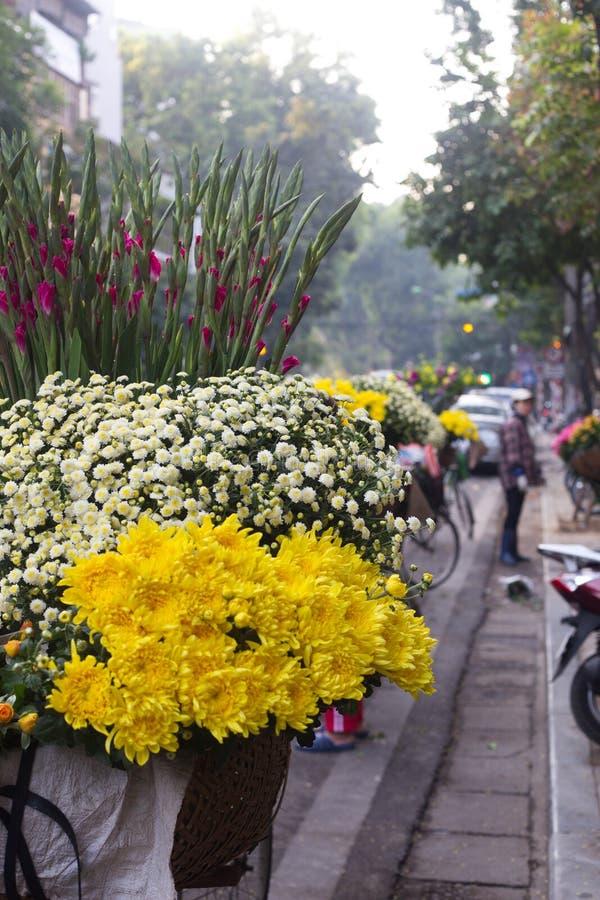 Flores nas ruas de Vietnam foto de stock