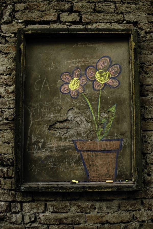 Flores no concreto imagem de stock
