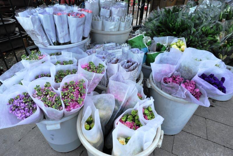 Flores para o sell na loja imagens de stock
