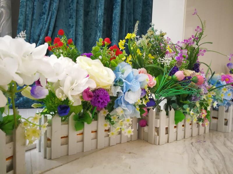 Flores plásticas imagenes de archivo